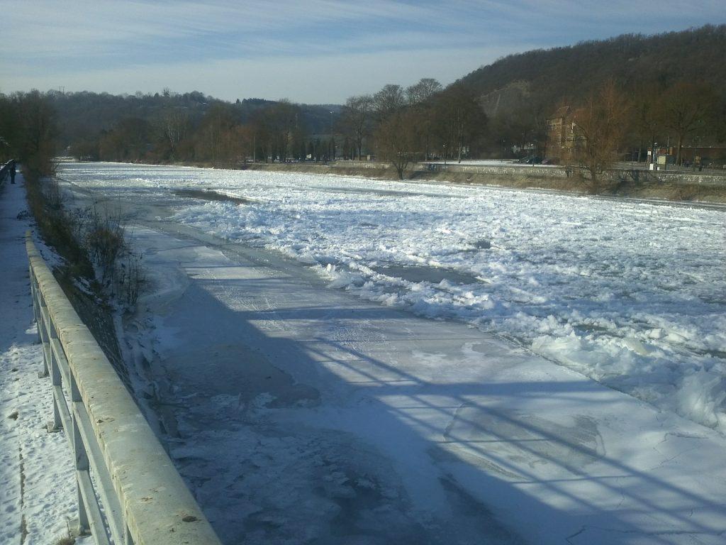 rivière glacée pont